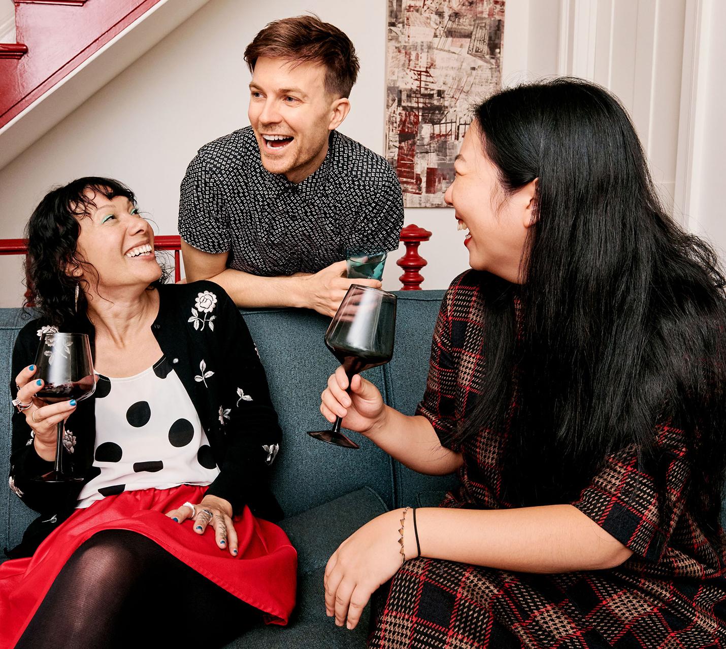 antoni's friends drinking wine
