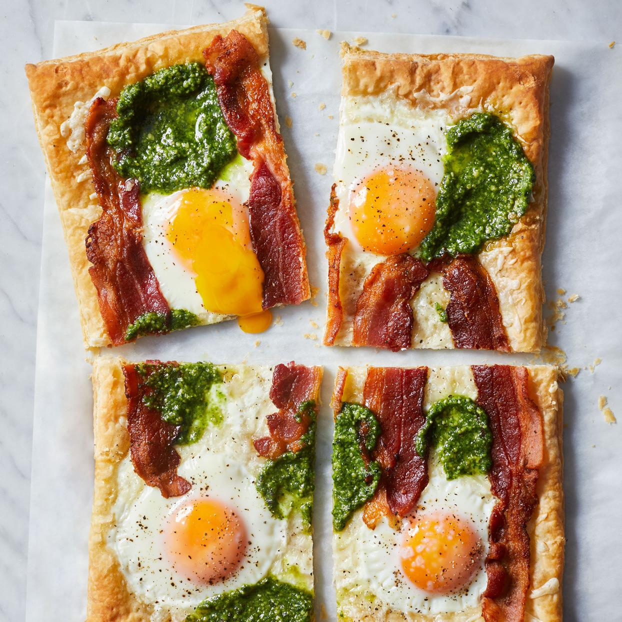 bacon egg and pesto breakfast pizza