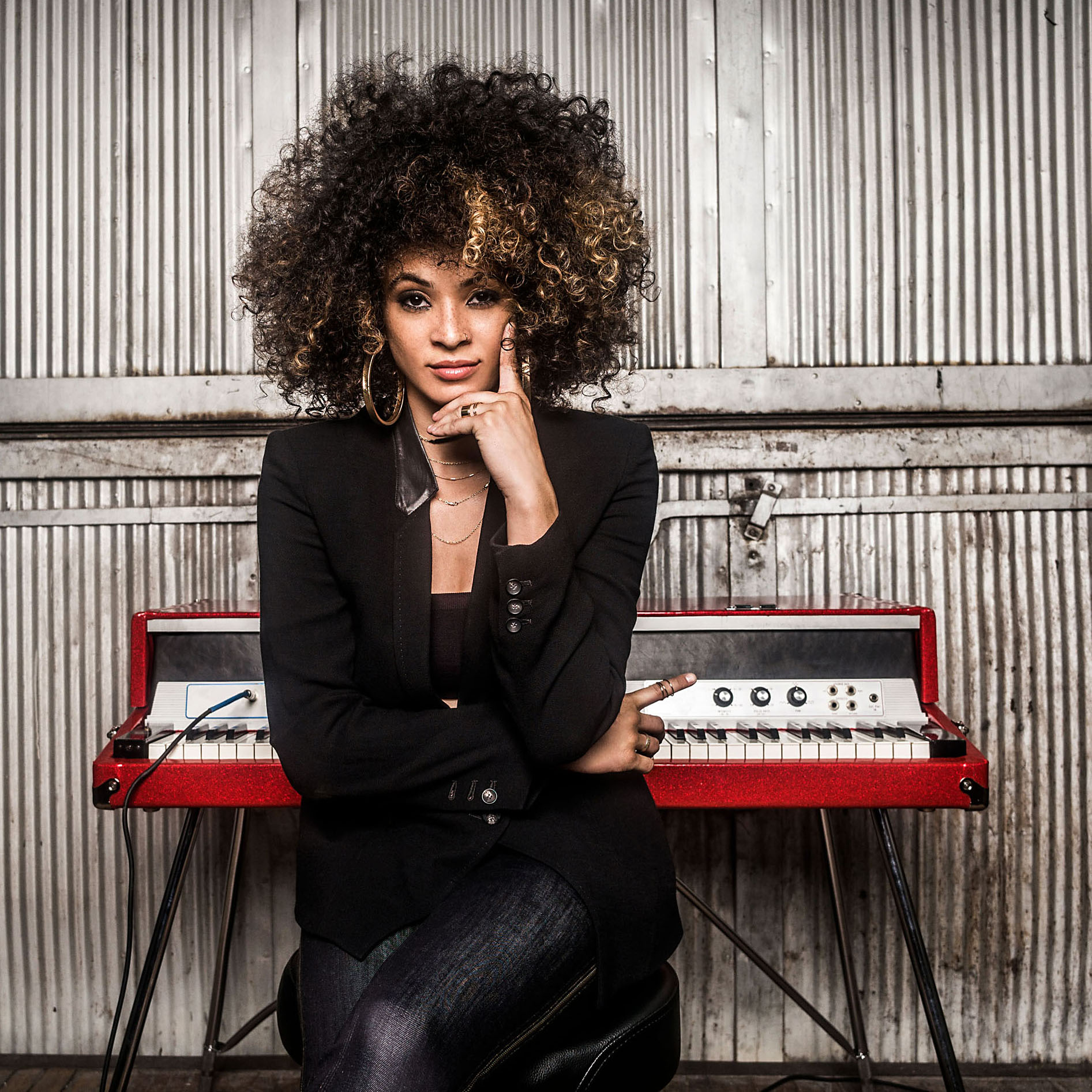 Kandace Springs with back to keyboard
