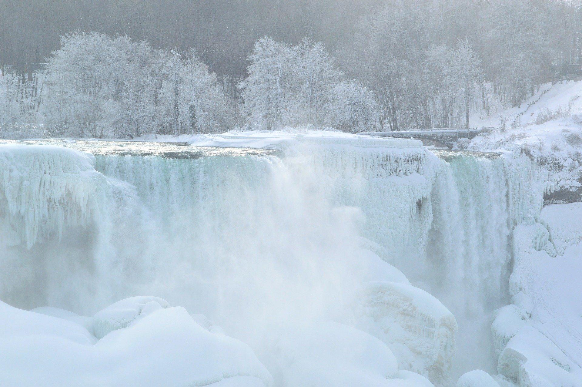 american-falls-261407_1920