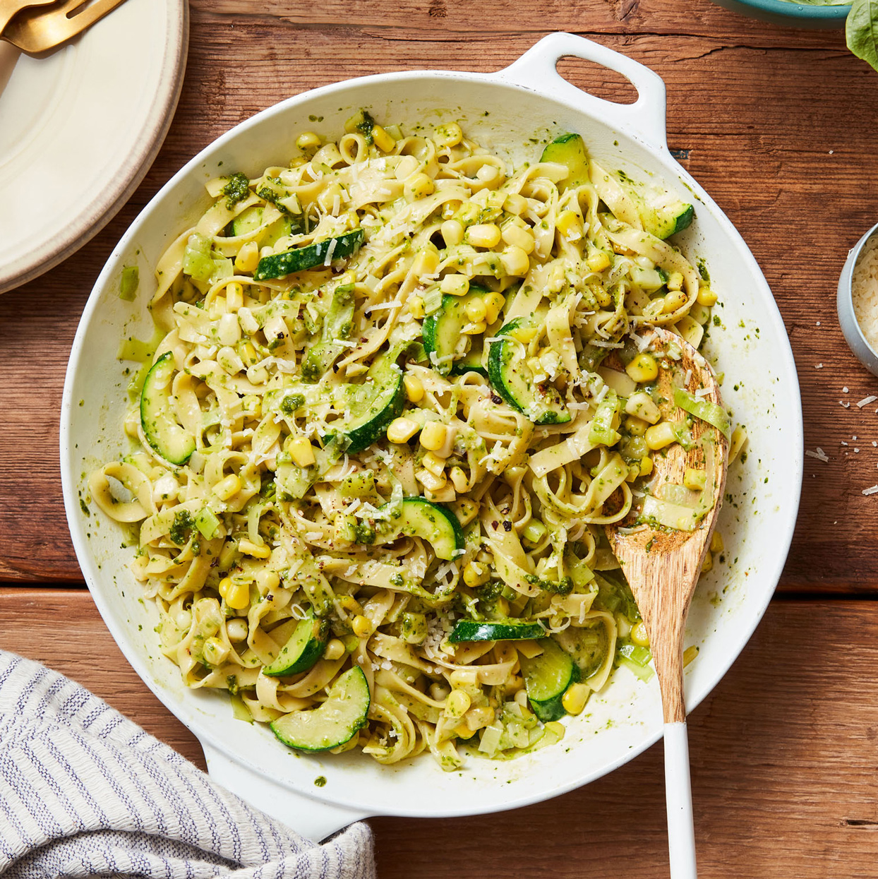 pesto pasta with sweet corn & zucchini