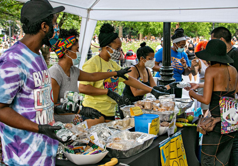 volunteers feeding protestors