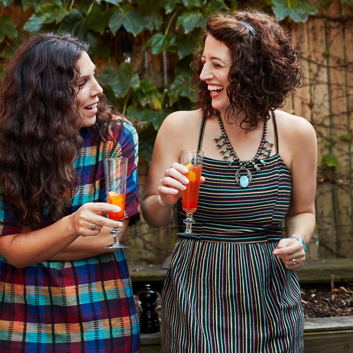 women-cocktails-summer-party-27b9c49e.jpg