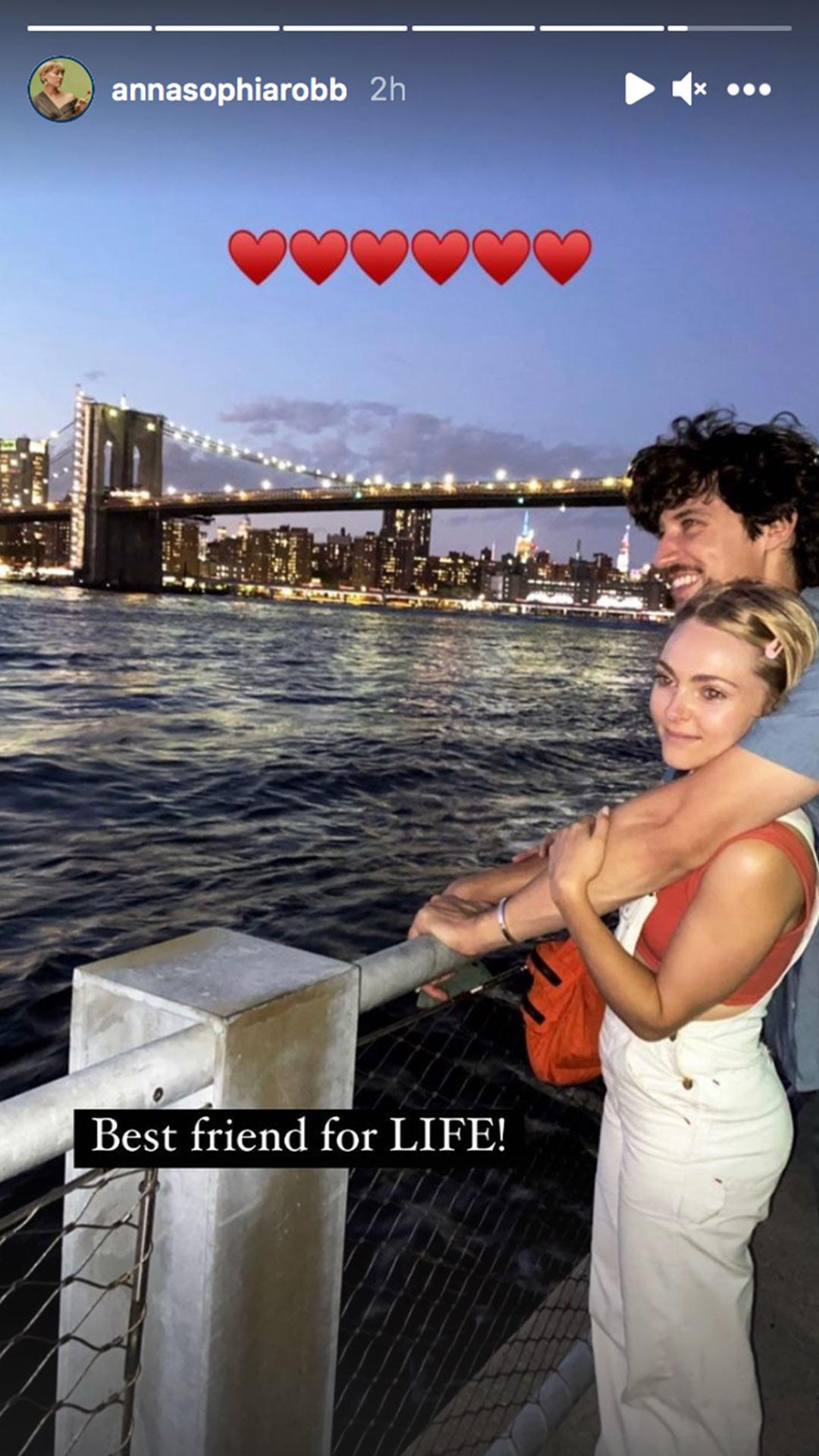 AnnaSophia Robb engaged