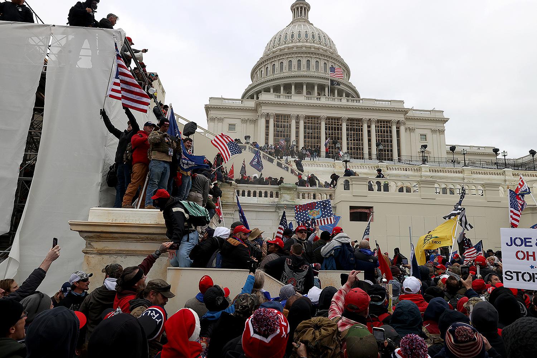 pro Trump protesters breach Capitol building