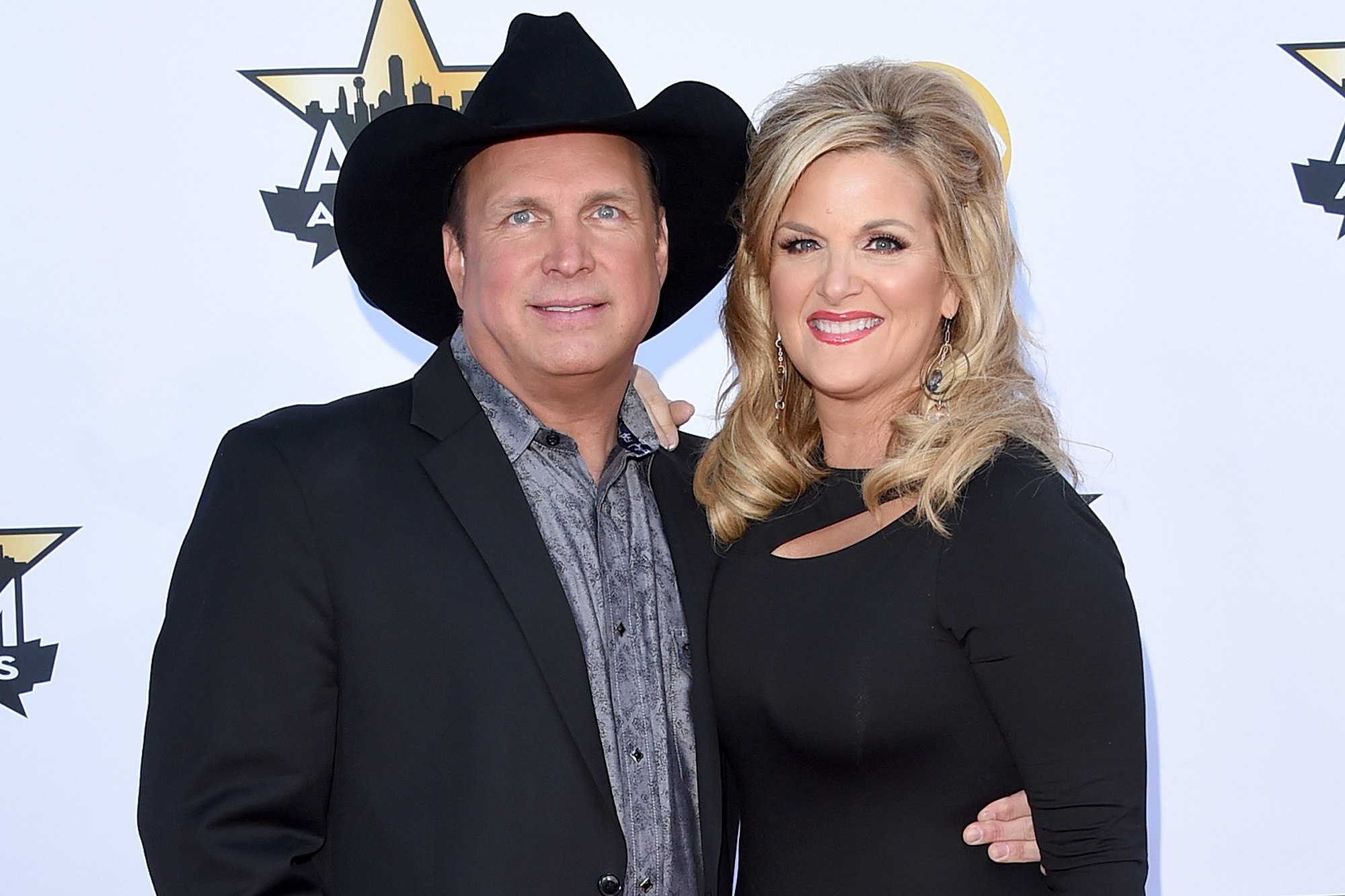 ARLINGTON, TX - APRIL 19: Honoree Garth Brooks (L) and singer Trisha Yearwood attend the 50th Academy of Country Music Awards at AT&T Stadium on April 19, 2015 in Arlington, Texas. (Photo by Jason Merritt/Getty Images)