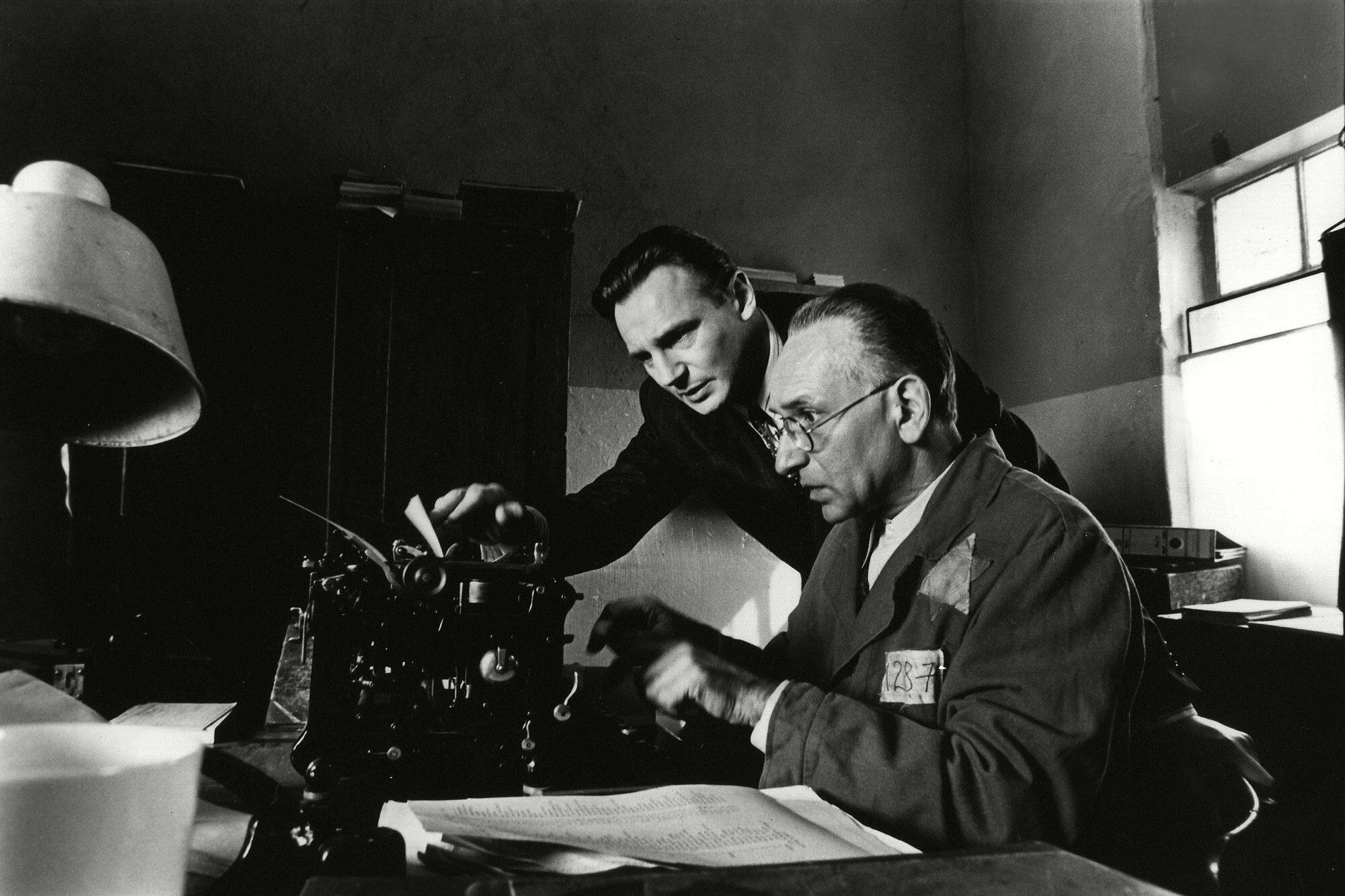 Schindler's List: How Steven Spielberg brought it to life | EW.com