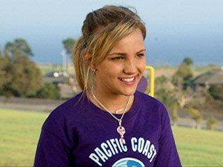 Jamie Lynn Spears Shines As A Boarding School Co Ed In Zoey 101 Ew Com