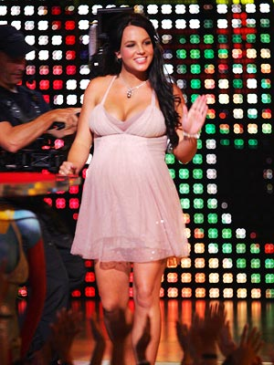 BOOBS, SHE DID IT AGAIN A second-time-preggers Britney stole the thunder from the artist she was presenting at the 2006 Teen Choice Awards — her…