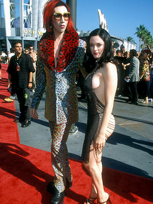 Rose McGowan, Marilyn Manson | Chained Melody The draped beading that Rose McGowan (with then-fiancé Marilyn Manson at the 1998 awards) called a ''gown'' made for a better window than…