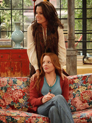 Parker Posey, Lauren Ambrose, ...   2008, Fox, 3 episodes The buzz was great for this comedy, mostly because it was the first series created by beloved Gilmore Girls creator Amy…