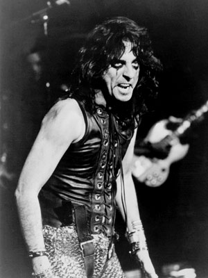 Alice Cooper | Alice Cooper Rock & roll was practically invented as a way to decry classrooms and cruel gym teachers. But few warm-weather smashes capture the exuberant…