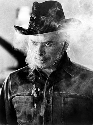Yul Brynner, Westworld (Movie - 1973) | 15. GUNSLINGER FROM Westworld (1973) PLAYED BY Yul Brynner PROGRAMMING A black-hatted badass programmed to engage in mock shootouts with visitors to a Western-themed adult…