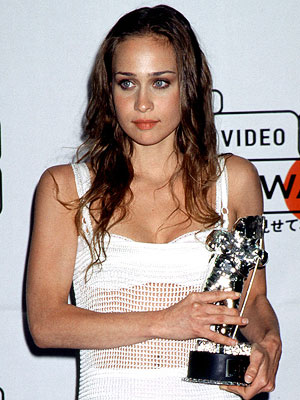 Fiona Apple   The Bad FIONA APPLE (1997) When Fiona Apple won the award for Best New Artist in 1997, she was just a doe-eyed 20-year-old whose risqué…
