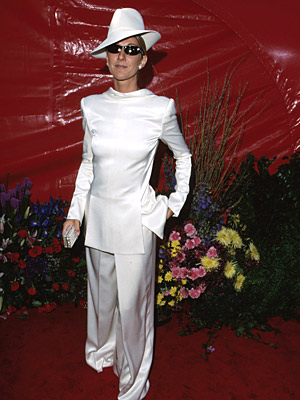 Oscars 1999, Celine Dion | Celine Dion (1999) Is it hard out there for a Best Song nominee? Apparently, as the Canadian singer wore her floppy hat and oversized tux…
