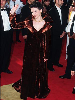 Juliette Binoche | Juliette Binoche (1997) In a regal gown that broke all the rules — It's a coat! With a popped collar! In velvet! — the English…