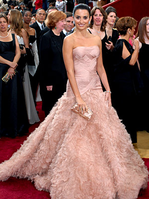 Oscars 2007, Penelope Cruz | Penélope Cruz (2007) The Academy Awards are a place for honoring drama, both onscreen and off — especially in the form of Cruz's gorgeous Atelier…