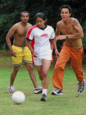 Bend It Like Beckham | BEND IT LIKE BECKHAM (2002) The story of a high schooler (Parminder Nagra) who defies her traditional Indian parents by playing soccer (or football, in…