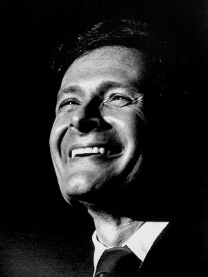 Jerry Herman | JERRY HERMAN WINS FOR LA CAGE AUX FOLLES , MAKES BACKHANDED REMARK ABOUT THE HUMMABLE SHOW TUNE (1984) Winning a Tony for the score of…