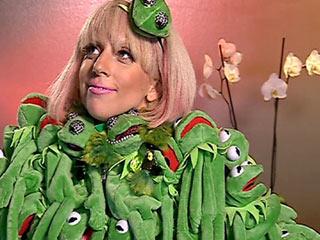 Lady-Gaga-frog-dress
