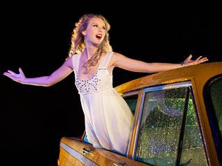 Taylor-Swift-VMA_l