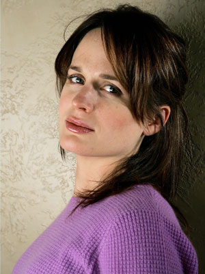 Elizabeth Reaser, Twilight | Role Matriarch Esme Cullen Where you've seen her Reaser had multiple identities (Jane Doe! Ava! Rebecca!) on Grey's Anatomy before dating multiple former flames on…