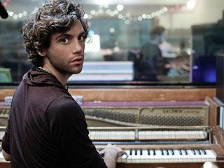 Mika-musician-piano_l