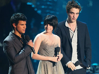 Taylor Lautner, Kristen Stewart, ... | For all the Twi-hards out there, the 2009 VMAs were all about two things: catching glimpses of the Twilight cast and catching the latest New…