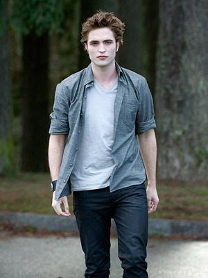 Robert Pattinson, The Twilight Saga: New Moon | Oh my, Robert Pattinson is walking right at us! How's my hair? Anything stuck in my teeth? Deep breaths, be cool...