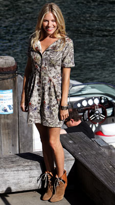 Sienna Miller | WEARING: Poltock & Walsh It's fitting she's near water, as Miller is totally washed out in this frumpy floral print. Grade: D+
