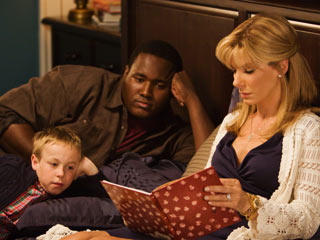 TAKE IT TO HEARTH Jae Head, Quinton Aaron, and Sandra Bullock have a family gathering in The Blind Side
