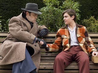 Me and Orson Welles | MERCURY RISING Christian McKay and Zac Efron shake on it in Me and Orson Welles
