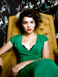 Norah Jones, The Fall | GUITAR JONES Piano chanteuse Norah wields an unlikely ax on her new album