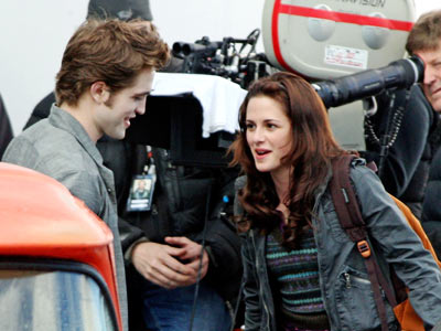 Kristen Stewart, Robert Pattinson, ... | Pattinson and Stewart film a scene in the school parking lot.