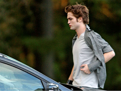 Robert Pattinson, The Twilight Saga: New Moon | Though Pattinson 's character doesn't play a major role in much of New Moon 's story, film producers have assured fans that he will play…