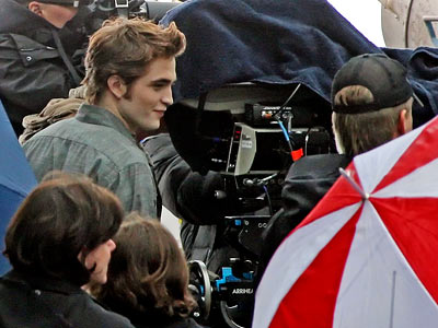 Robert Pattinson, The Twilight Saga: New Moon | Though he won't be present in Forks, movie sources say Edward ( Pattinson ) will appear in Bella's visions.