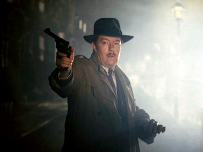 The Singing Detective (Movie - 1986), Michael Gambon | A British mystery writer — a certain Philip Marlow — suffers from acute psoriasis and arthritis while the torch song ''I've Got You Under My…