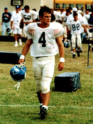 Varsity Blues | VARSITY BLUES (1999) We certainly don?t want Mox?s life: In this 1999 film, James Van Der Beek plays an intelligent quarterback hoping to dodge a…