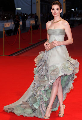 Anne Hathaway | Anne Hathaway at the Venice Film Fest (2008) Taking to Venice's red carpet in this dreamy Atelier Versace gown, Hathaway proved she was true silver-screen…