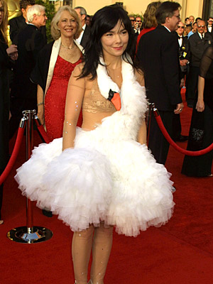 Oscars 2001, Björk | Was Bjork's swan dress this decade? If so, that has to be it. Nobody has topped that one. — Mariane [Editor's note: Yep! She wore…