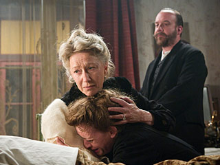 The Last Station | DOWN FOR THE COUNTESS Helen Mirren, Anne-Marie Duff, and Paul Giamatti each mourn in their own way in The Last Station