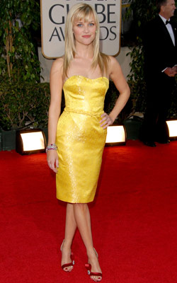 Reese Witherspoon | Reese Witherspoon at the Golden Globes (2007) She may have been newly single, but when Reese stepped into the Golden Globes in a short canary…