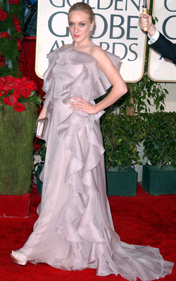 Golden Globe Awards 2010 | CHLOÉ SEVIGNY We have no love — big or small — for this overwrought, over-ruffled trainwreck of a gown. Grade: F