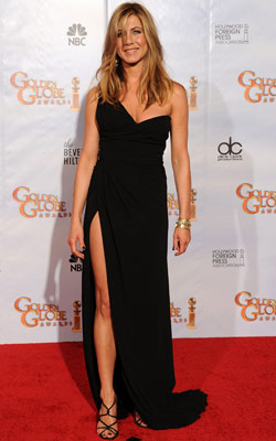 Golden Globe Awards 2010 | JENNIFER ANISTON Black may usually be safe, but there?s nothing cautious about the up-to-where slit on the one-shoulder gown Aniston rocked (along with some seriously…