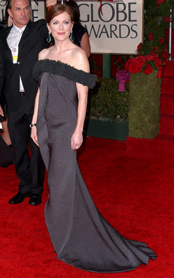 Golden Globe Awards 2010   JULIANNE MOORE What do you think of this look? ( polls )