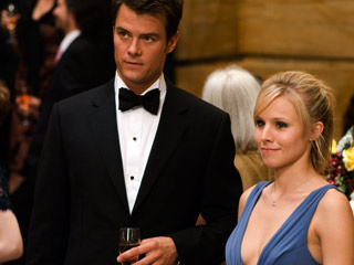 Kristen Bell, When in Rome | ALL DRESSED UP Josh Duhamel and Kristen Bell survey the scene in When in Rome