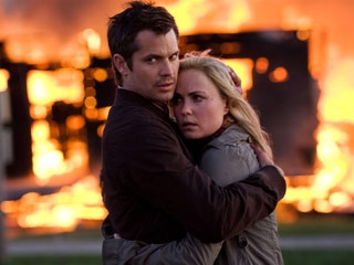 The Crazies | BURNING DOWN THE HOUSE Timothy Olyphant and Radha Mitchell hug it out in The Crazies