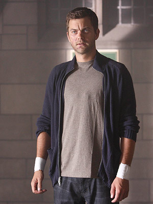 Fringe, Joshua Jackson | Stay with us: The Peter from our world died when he was 7 years old. The Peter we know and love is the alternate-universe Peter,…