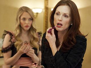 Chloe   IF LOOKS COULD KILL Amanda Seyfried and Julianne Moore share a tense scene in Chloe .