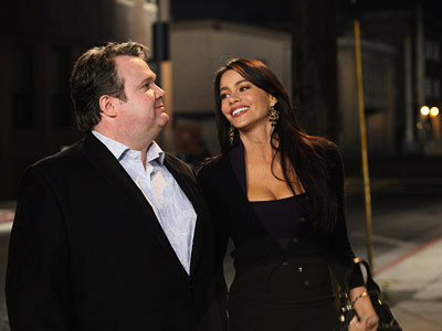 Modern Family, Eric Stonestreet, ...   Modern Family recap: Family ties Cameron: On paper [Gloria and I]] should be good friends, I mean look at us, one spicy, curvy diva —…